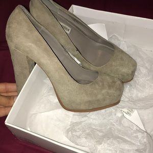 Shoes - Steve Madden grey shoes
